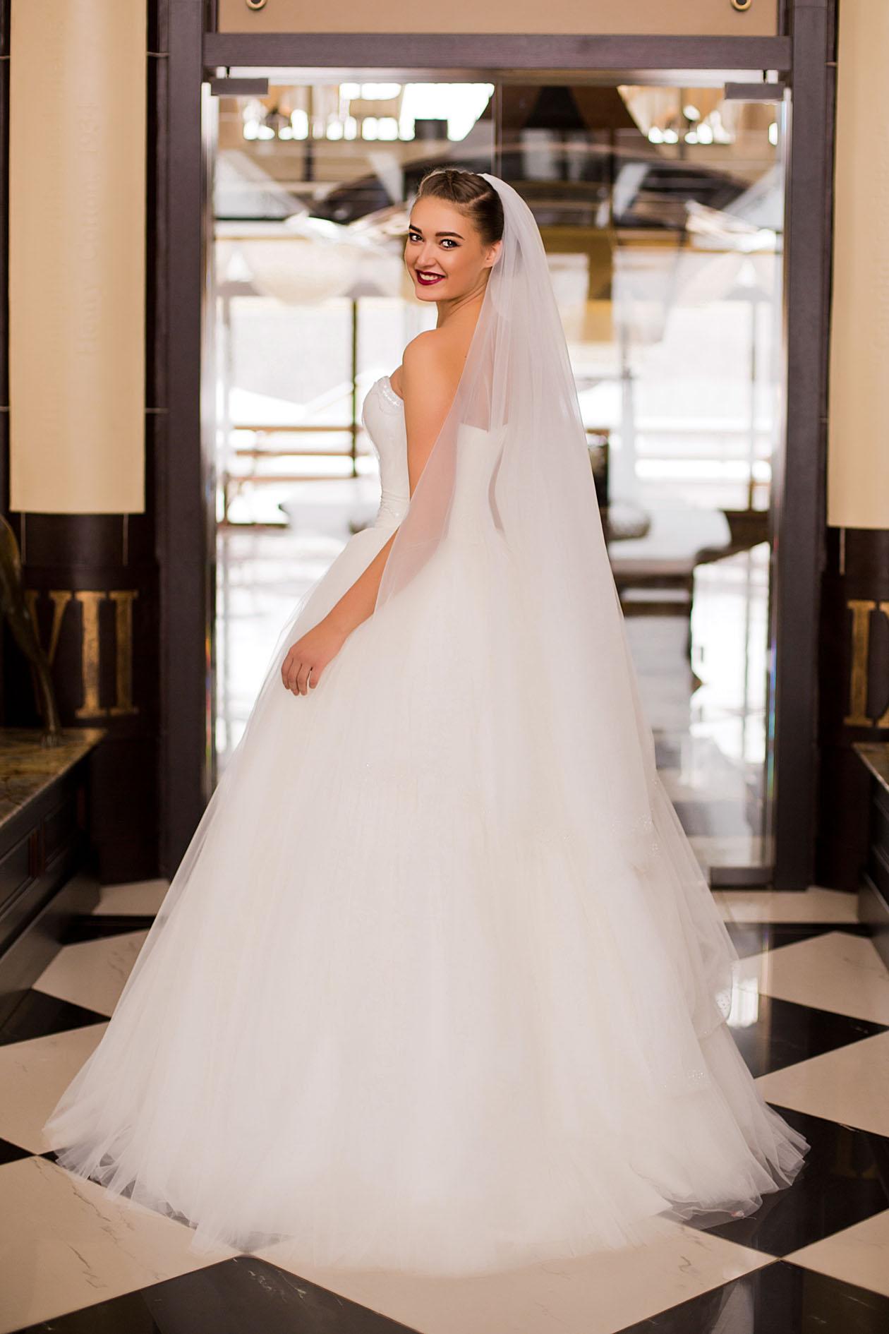 Свадебное пышное платье с фатой
