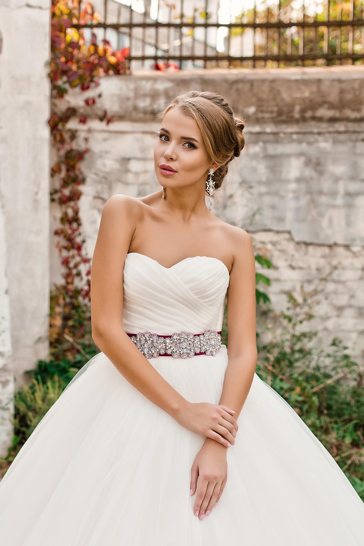 Свадебное платье с открытыми плечами или так называемые бандо