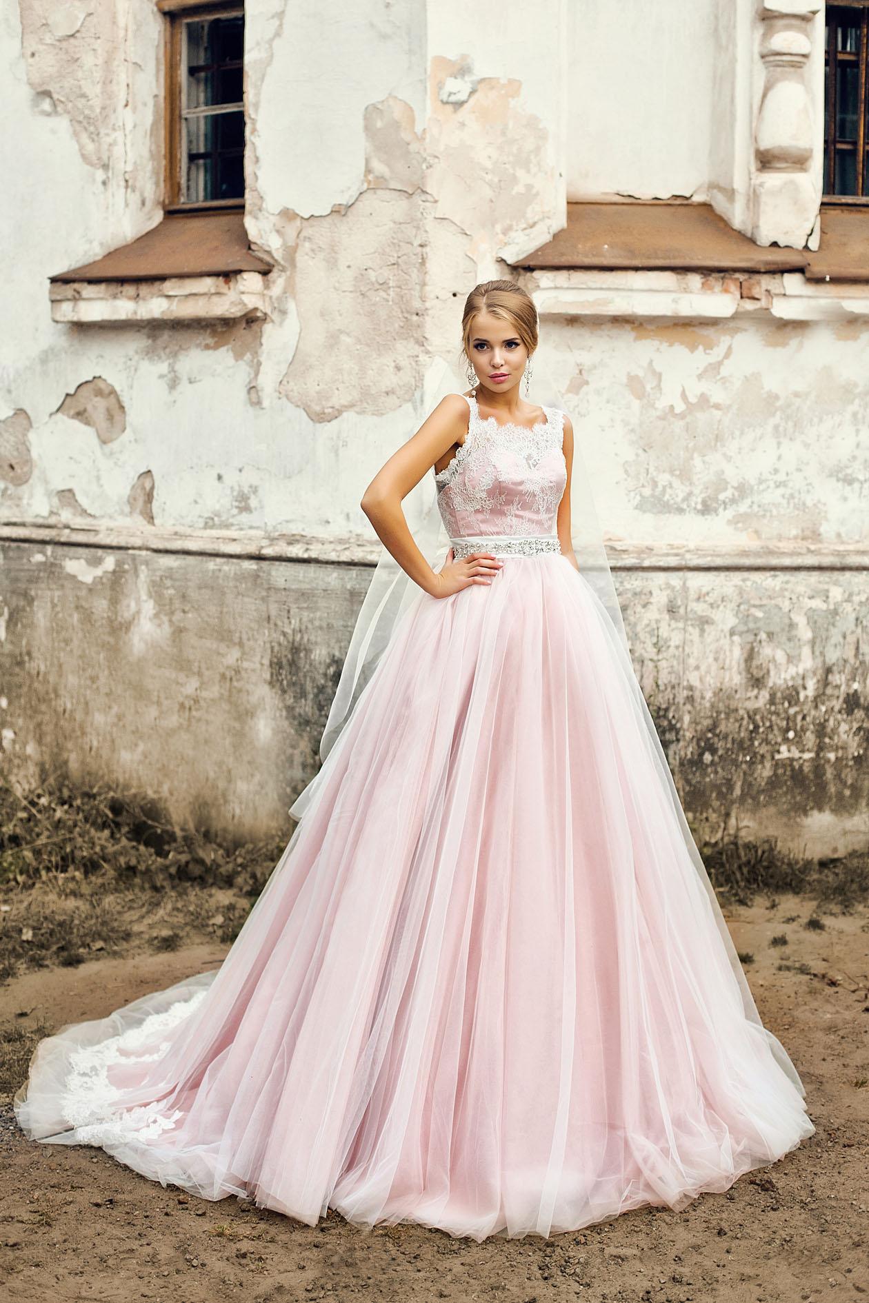 5a2ee9b4964 Пышное свадебное платье цвета