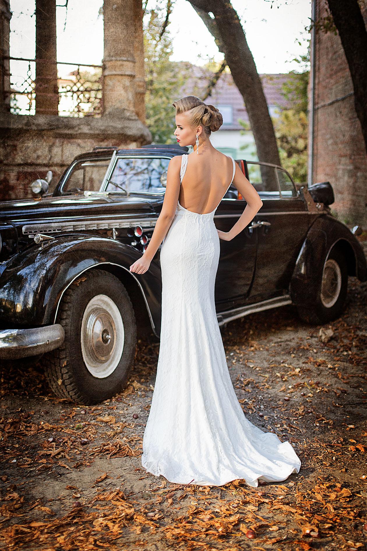 Открытая спина в свадебном платье