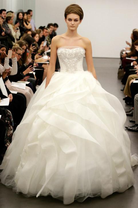 Пышные свадебные платья Сейчас магазины предлагают такое разнообразие, что каждая может выбрать наряд на свой